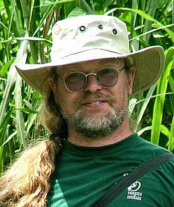 Lars Andersen, født i 1955. Har kikket på sommerfugle siden 1968. Det år var jeg i praktik hos en konservator i Dageløkke vest for Humlebæk i Nordsjælland. Har fotograferet sommerfugle siden 1982.